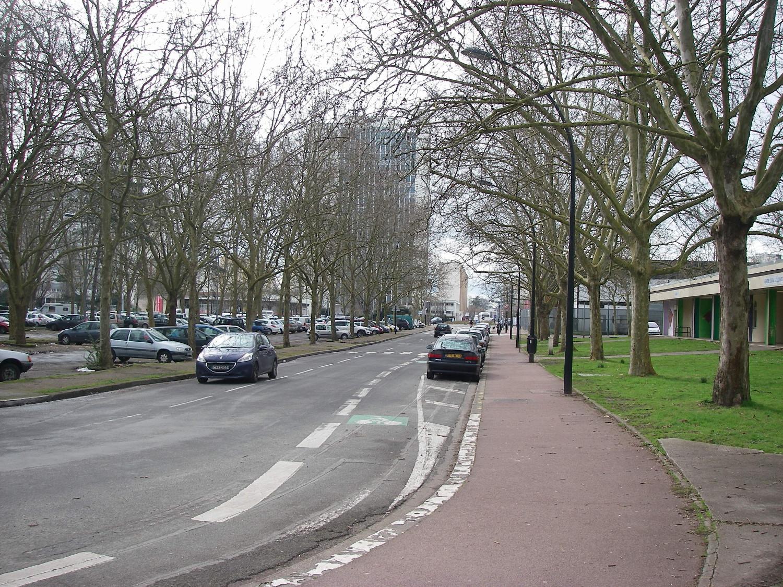 Bordeaux Métropole - La rue Portmann devant le centre social du Grand Parc à Bordeaux : la circulation sera réservée aux piétons et cyclistes.