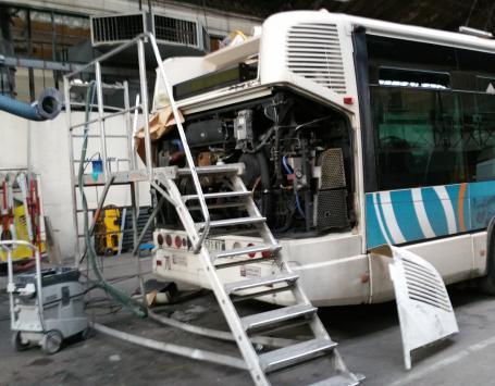 Opération de maintenance des bus dans le dépôt Lescure à Bordeaux