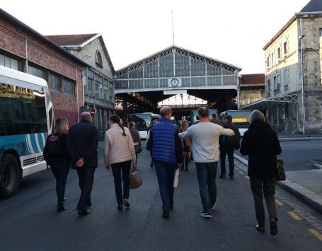 Le groupe-contact visite la halle du dépôt de bus Lescure à Bordeaux, le 15 mars 2017