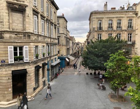 Vue sur la place Puy Paulin à Bordeaux