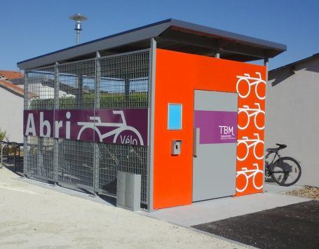 Photo d'un local vélo sécurisé lié au réseau TBM