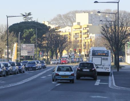 Presque toutes les sections des boulevards sont encore trop encombrées par une intense circulation automobile