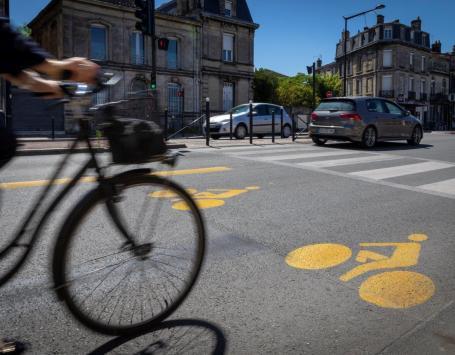 Pour accompagner le déconfinement, des aménagements provisoires ont été mis en œuvre sur les boulevards. Au sud et au nord du linéaire des couloirs vélos bus sont expérimentés.