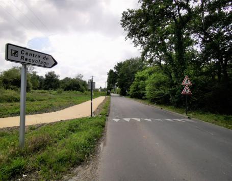 avenue de Touban (depuis le carrefour avec l'avenue de Mazeau)