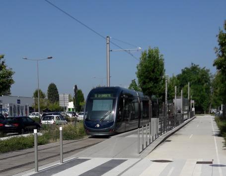 La station « Le Haillan Rostand » sur la ligne A du tramway, sur le tracé du boulevard technologique