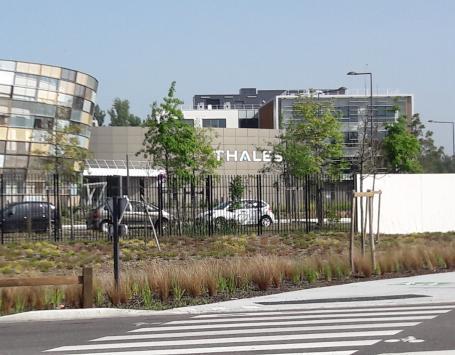 Le site de Thalès, le long du boulevard technologique