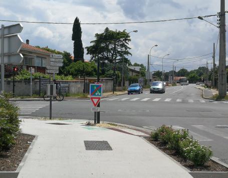 L'avenue Mermoz à Eysines et au Haillan, au nord et au sud de l'avenue Pasteur