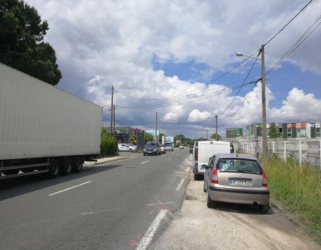 Stationnement sauvage sur l'avenue Mermoz à Eysines et au Haillan