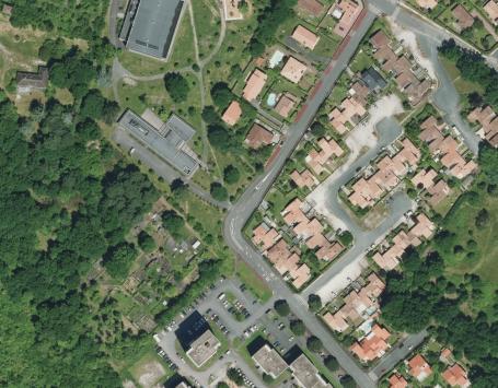 Photo aérienne montrant la situation du projet