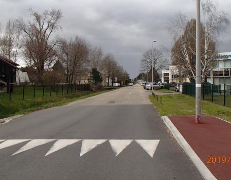 photo de la rue Becquerel, permettant de visualiser la voirie et ses abords