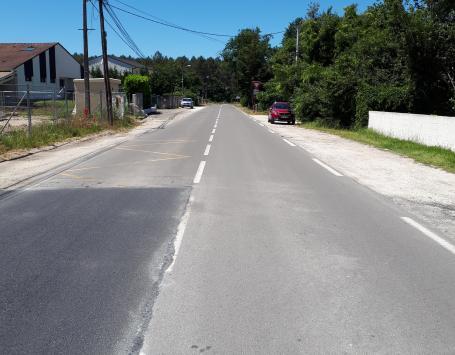 Une ambiance routière au carrefour avec la route de Pauillac
