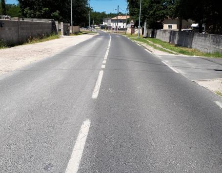 La voie ferrée : absence de trottoir et d'aménagements