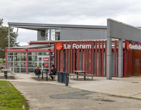 Terrasse de la cafétéria Le Forum du Crous de Bordeaux Aquitaine