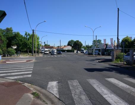 Carrefour Chateaubriand Sud comprenant les voies Gradignan/Desbats/Place Cardinal