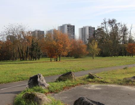 Piste cyclable et espace vert au Pontet, Saige