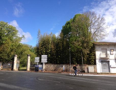 La Fabrique de Bordeaux Métropole - L'entrée du parc du Bourdieu sur l'avenue Montesquieu à Saint-Médard-en-Jalles