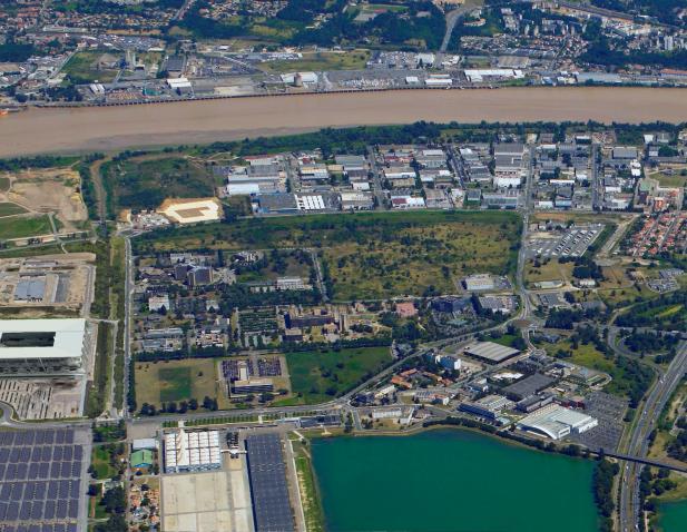 Vue aérienne de l'intégralité du site et son environnement